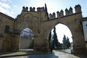 Puerta de Jaén y Arco de Villalar en la Plaza del Pópulo de Baeza
