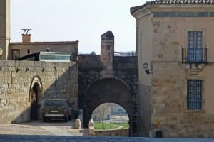 Casa del Cid, a la izquierda de la Puerta del Obispo, edificios civiles de Zamora