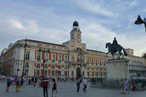 Puerta del Sol, una de las plazas más emblemáticas de Madrid