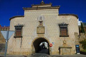 Puerta de Trujillo, uno de los accesos de la muralla de Plasencia