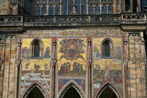 Puerta Dorada en la fachada sur de la Catedral de Praga