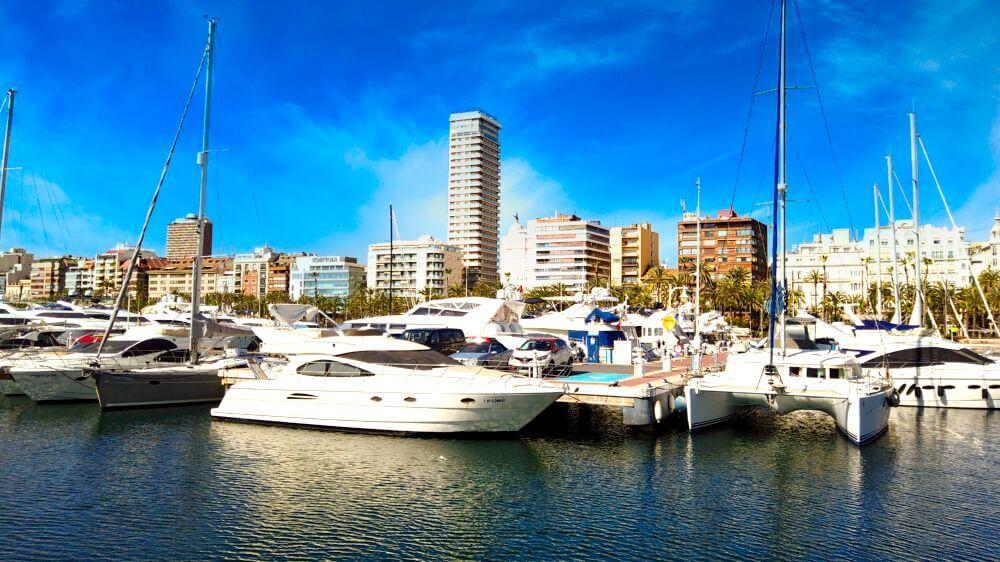 Embarcaciones de recreo en el Puerto de Alicante