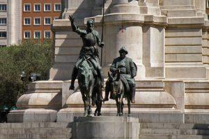 Don Quijote y Sancho Panza en el Monumento a Cervantes de la Plaza de España