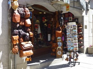 Peletería en Ávila, el trabajo del cuero y la piel es típico de la ciudad, qué comprar en Ávila