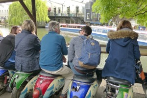 Barra para comer frente a Regent's Canal