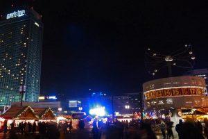 Reloj Mundial y Park Inn Hotel Berlin en Alexanderplatz