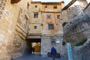 Rincón del Poeta José Luis Lucas Aledón, bajo la Casa de la Sirena de Cuenca