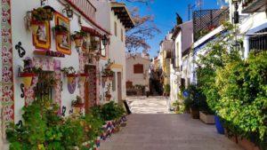 Barrio de Santa Cruz, el más pintoresco de los barrios de Alicante