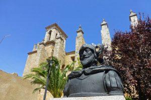 Estatua en homenaje a Sebastián de Belalcázar, personaje de gran importancia histórica nacido en la localidad