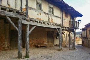 Casas tradicionales de estilo rústico de Calatañazor