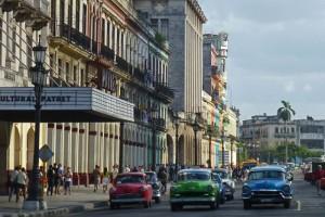 Coches clásicos de La Habana funcionando como taxis particulares, cómo moverse por La Habana