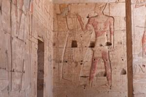 Paredes decoradas en el interior del Templo de Hatshepsut