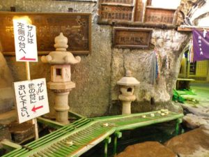 Zona para lavar el dinero en el Templo Zeniarai Benten