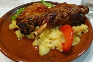 Ternasco de Aragón, uno de los platos típicos de la gastronomía de Teruel