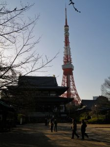 Tokyo Tower tras el Templo Zojoji
