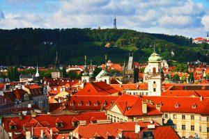 Casco histórico de Praga a los pies de la Colina de Petřín