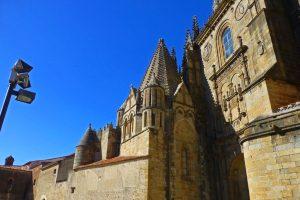 Torre del Melón, uno de los elementos más llamativos de la Catedral Vieja de Plasencia