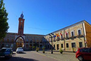 Torre del Reloj de la Villa y Casa Consistorial de Oropesa en la Plaza del Navarro