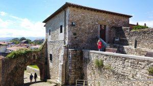 Puerta de la Barrera y Torre del Preboste