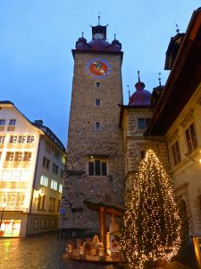 Torre del Reloj junto al Ayuntamiento de Lucerna