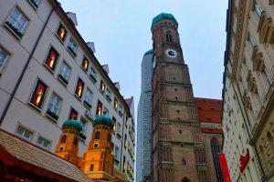 Torres de la Catedral de Múnich vistas desde Marienplatz