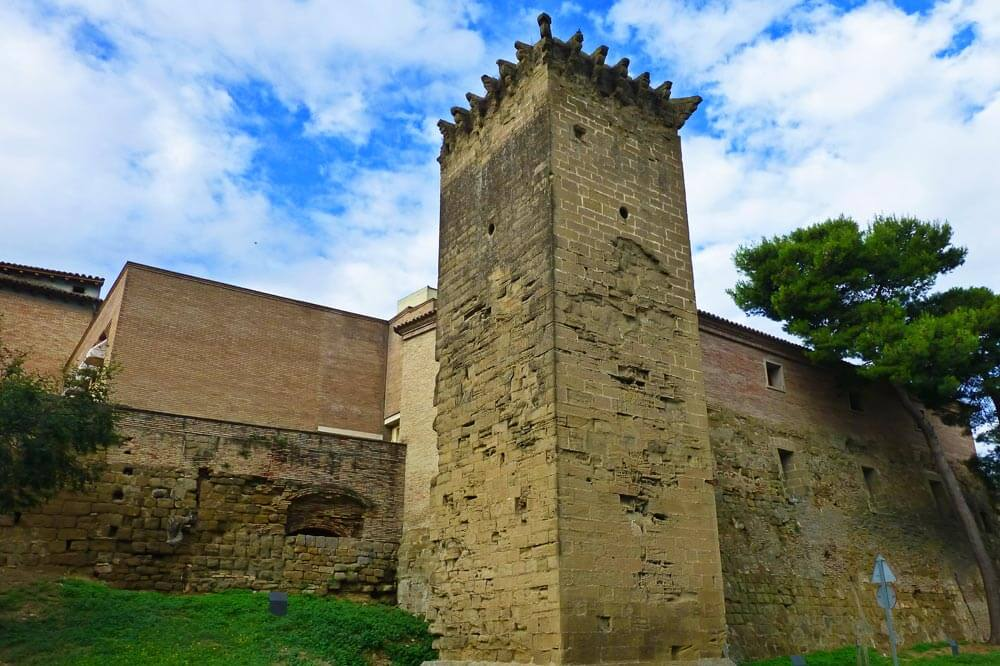 Torreón del Amparo, el único que se conserva en pie de la Muralla de Huesca
