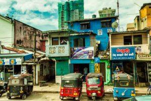 Tuk-tuk, uno de los principales medios de transporte para moverse por Colombo