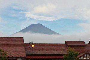 Silueta del Monte Fuji en verano
