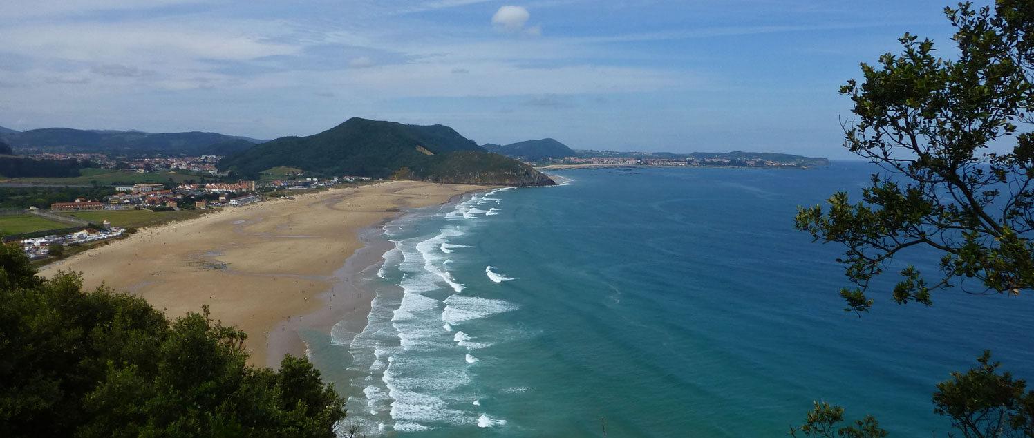 El verano es sínonimo de playas, y en Santoña se encuentra una de las más bellas de España
