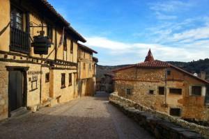 Calles de Calatañazor ancladas en su esplendoroso pasado medieval