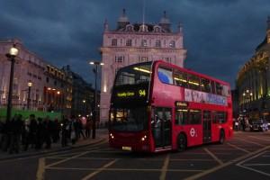 Autobuses rojos de dos pisos de Londres. transporte público de Londres