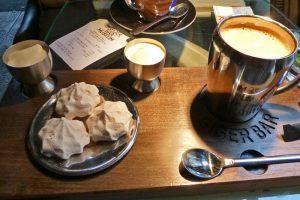 Café con Double Crème de Gruyeres en el Bar Alien