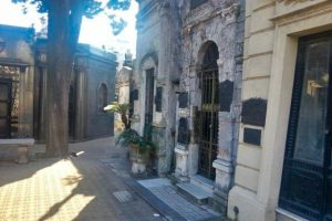 Tumbas en el interior del Cementerio de la Recoleta