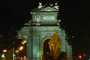 Fuente de Cibeles frente a la Puerta de Alcalá