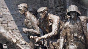 Detalles del Monumento al Alzamiento de Varsovia