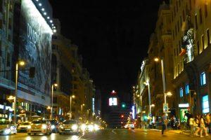 Vista nocturna de la Gran Vía de Madrid