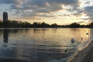 Atardecer en el lago Serpentine de Hyde Park