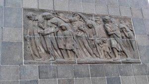 Lado este del Monumento a los Héroes del Gueto