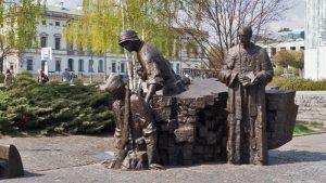 Parte inferior del Monumento al Alzamiento de Varsovia