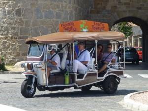 Los Tuk-Tuk son la forma más pintoresca de moverse por Ávila, transporte de Ávila